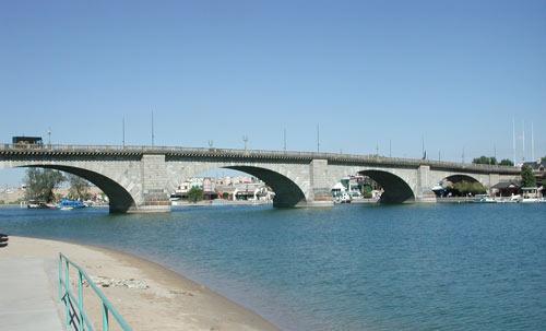 London_Bridge,_Lake_Havasu,_Arizona,_2003